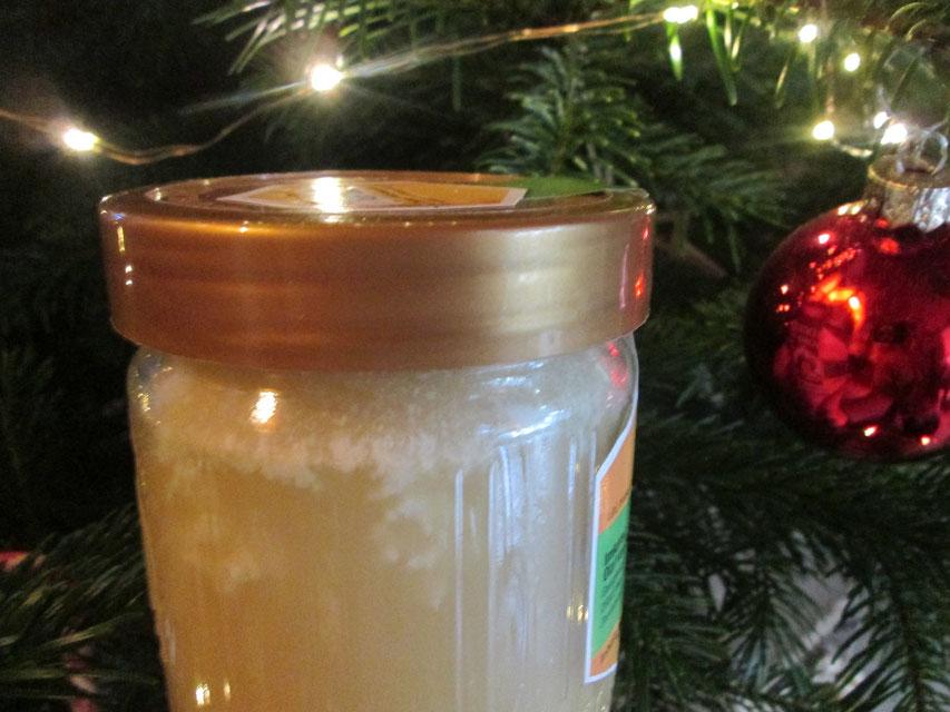 """""""Blütenbildung"""" bei fest gewordenem Honig: Eigentlich ein Qualitätsmerkmal für naturbelassenen, trockenen Honig, bei dessen Kandierung Lufteinschlüsse weißlich erscheinen."""