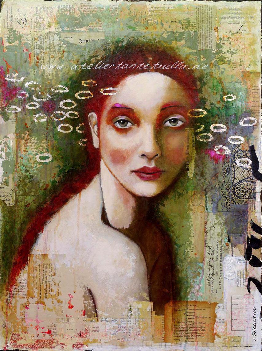 abstraktes Gemaelde Gesicht Frau mit vielen Collageelementen und Blattsilber