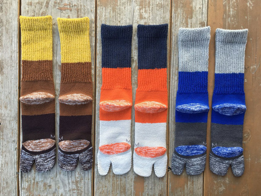 左からMustard / Brown / Bourdeux、Navy / Orange /Gray、Gray / Blue / Chacoal
