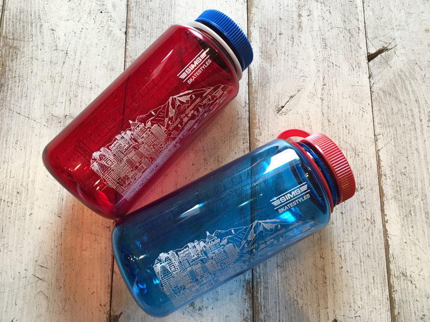 RED&BLUEの2カラー展開
