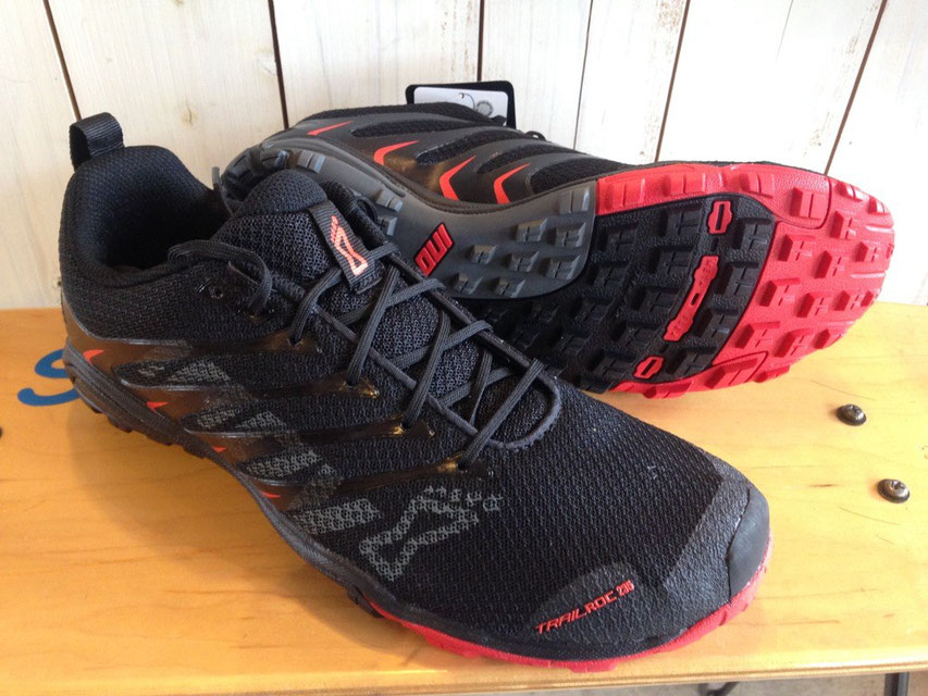 Inov8(イノベイト) TRAILROC 235 (Black/Red)