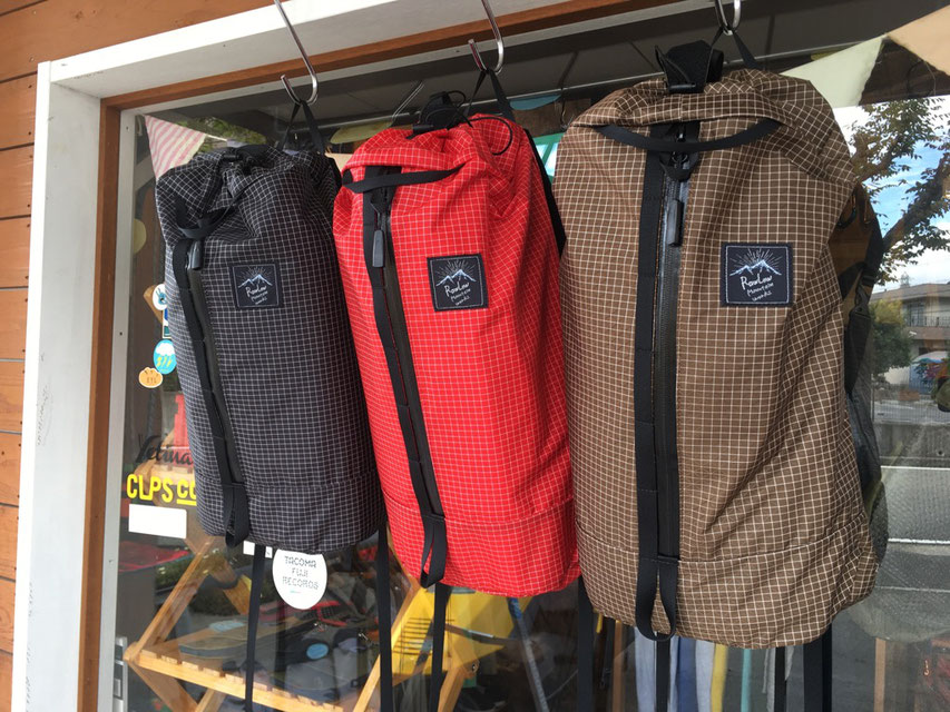 RawLow Mountain Works(ロウロウマウンテンワークス) Cocoon Pack SPECTRA 各¥10,500(+TAX)