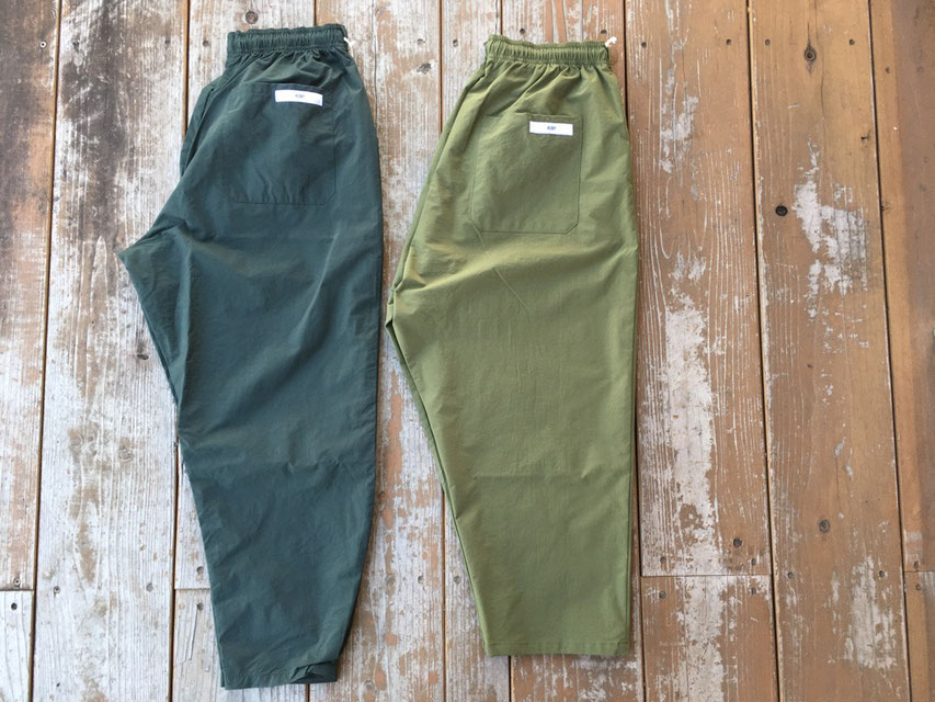 (左)MONK PANTS-WC (右)SUNDAY PANTS