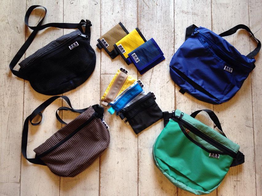 丁度使いやすいサイズのラウンドバッグやありそうでないウォレット類も必見!!