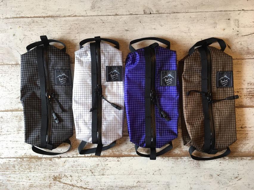 左よりBlack、White、Purple、Brownの4カラー展開