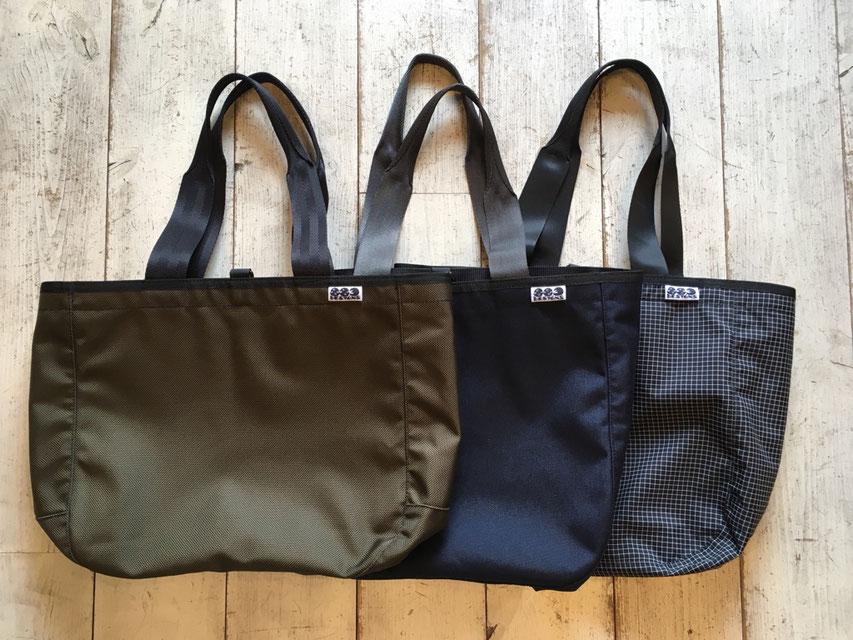素材も3種類それぞれで左からBallistic Nylon(Olive)、CORDULA 1000(Navy)、Black Grid(Black)で耐久性もバッチリです!!