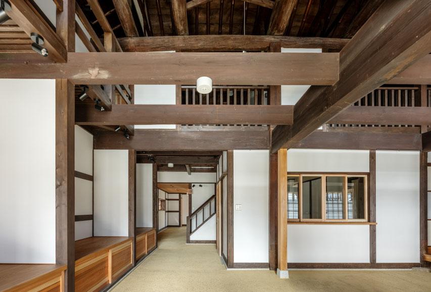 1階エントランスと展示室