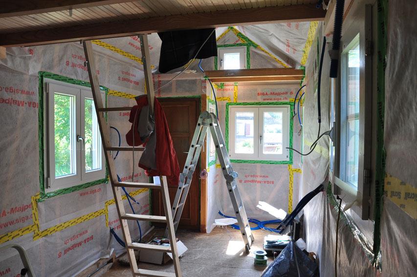 Jetzt sieht man langsam, wie das Tiny House ungefähr von innen aussehen wird. Jetzt ist es nämlich schön hell und hat schon fast weisse Wände ;-)
