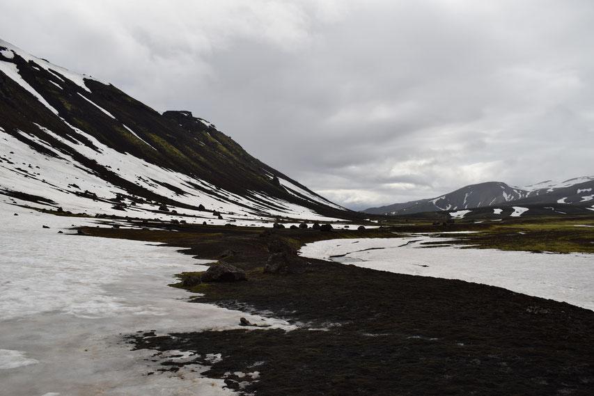 Svartahnúksfjöll, Strutsstigur hiking path