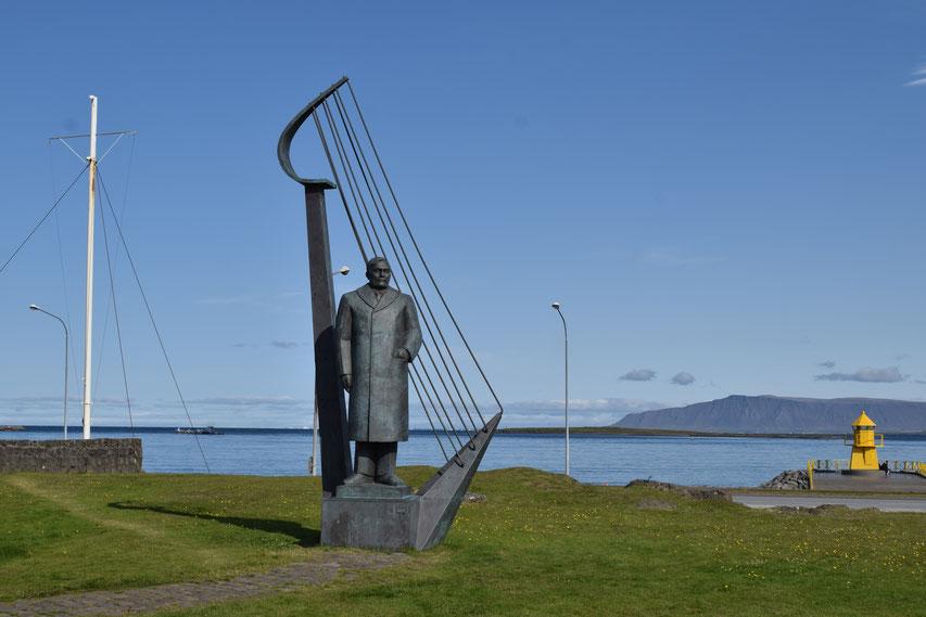 Poet Einar Benediktsson by Ásmundur Sveinsson.