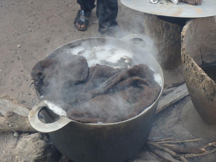 cooking oysters, Tumani Tenda, Gambia