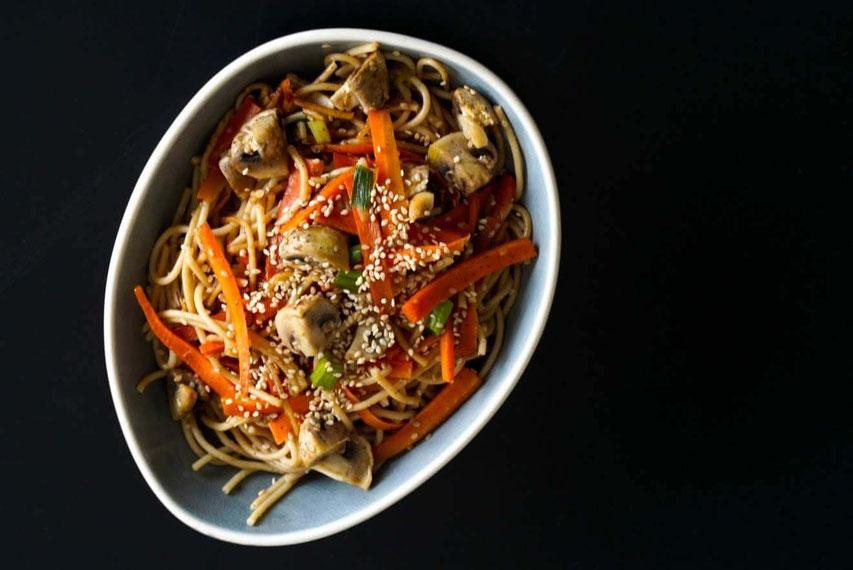 Gebratene Nudeln mit Gemüse| clean & schnell zubereitet
