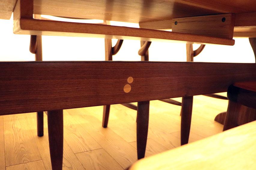 6人掛けの大きなダイニングテーブル&エントラータチェア(小田原市・I様邸)天板下部