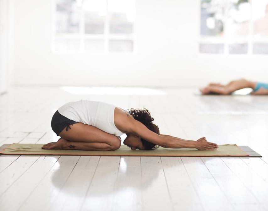 Yoga: de gestrekte kindhouding