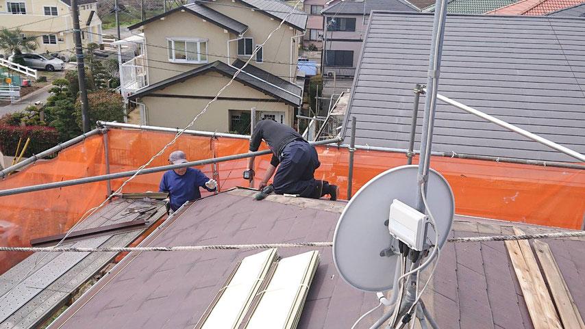 雨漏りの板金屋根カバー工法工事 3