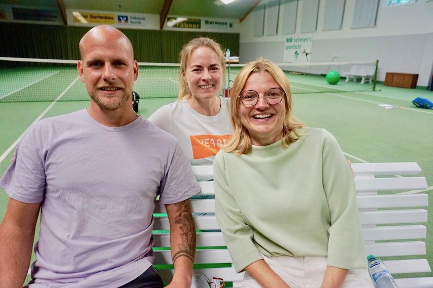 Die neuen Jugendsportwarte des TC Kaunitz: Daniela Kleinegesse und Hendrik Kröger-Labusch. Katrin Thebille aus dem Jugendteam unterstützt die beiden.