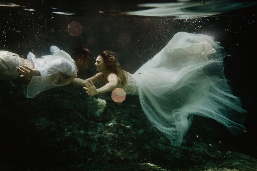 ROVA FineArt Wedding Photography - conceptual wedding photography - destination wedding - Caribbean sea mexico - underwater wedding pictures