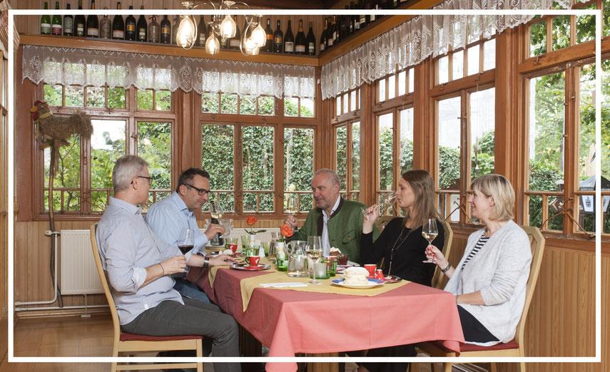 Martin Windbichler begrüßt seine Gäste in der Veranda
