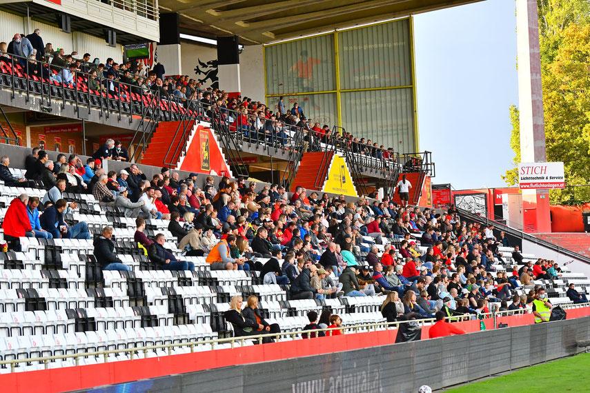 Mit Abstand aber im Stadion konnten die Zuschauer das Spiel gegen Ried verfolgen