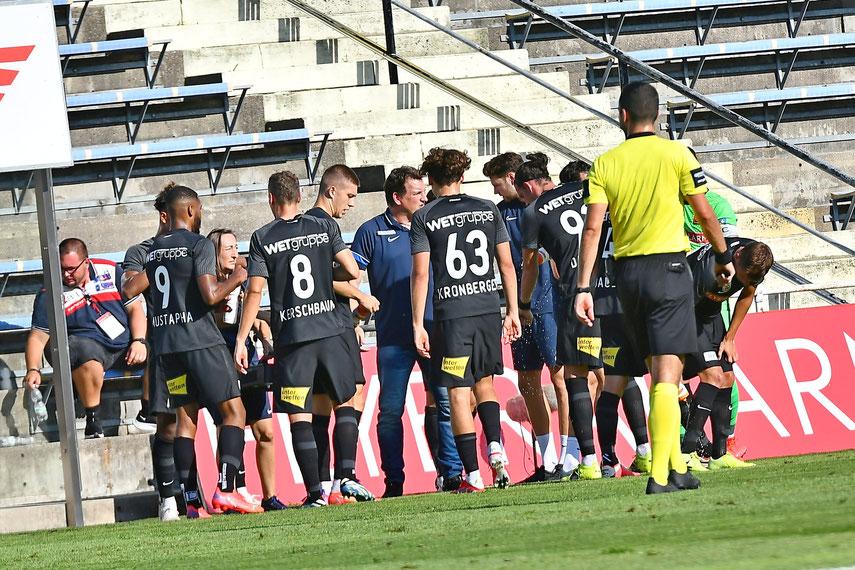 Der neue Trainer Andi Herzog gab letzte taktische Anweisungen bevor es gegen Klagenfurt weiter ging