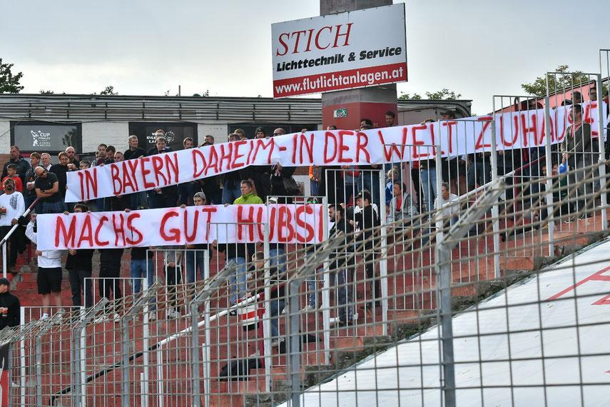 Mit einem Spruchband und einer Schweigeminute wurde Hubert zu Beginn des Spiels gegen Sturm Graz gedacht