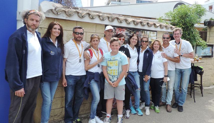 Miembros del Club de Rem Marina de Dénia visitaron el Marino Rotes después de competir, el pasado domingo