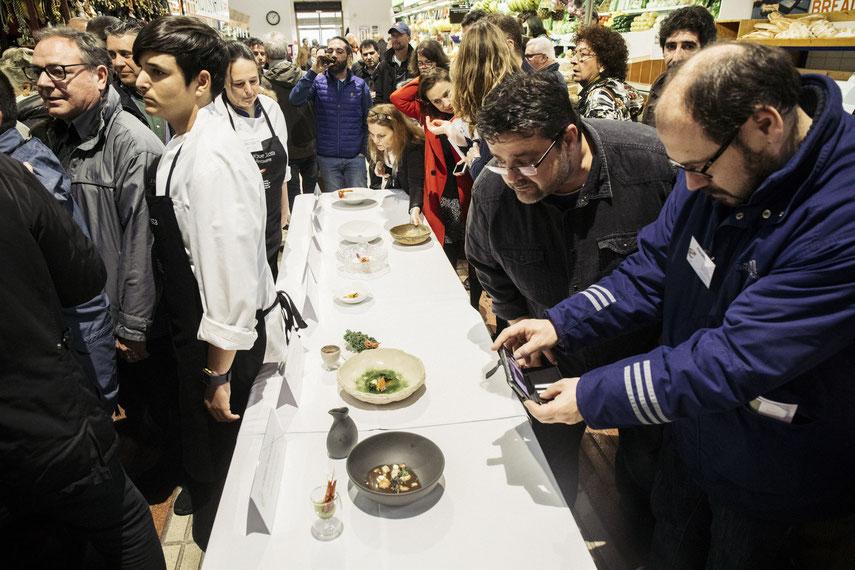 Bati Bordes (El Marino Dénia) inspeccionando los platos del Concurso Internacional de Cocina Creativa de la Gamba Roja de Dénia (Xepo WS)