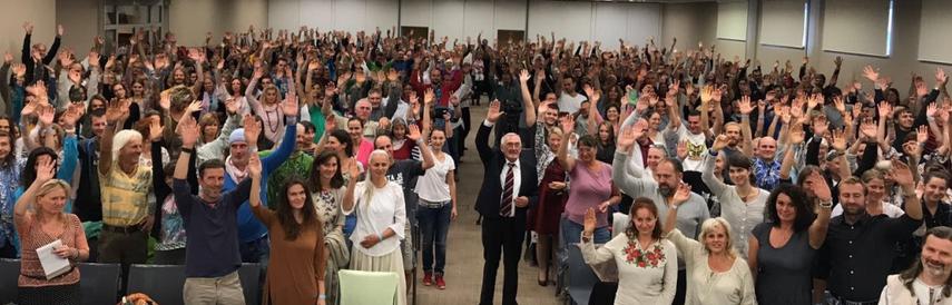 Wladimir Megre bei einer Leserkonferenz in Tschechien, wo es eine quasi 100-prozentige Zustimmung für die Erschaffung von Familienlandsitzen gab