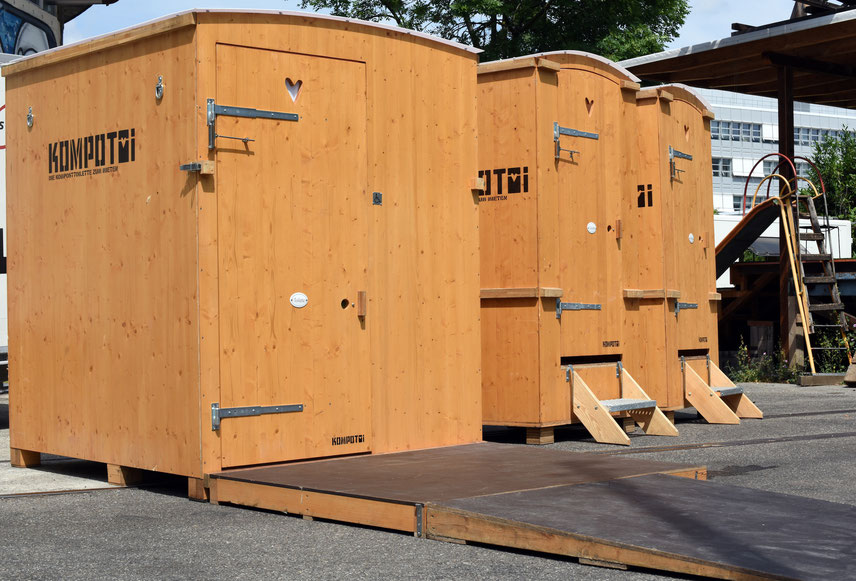 Handycap composttoilet from Kompotoi, potty, rental toilet, tera pretta toilet, shit,