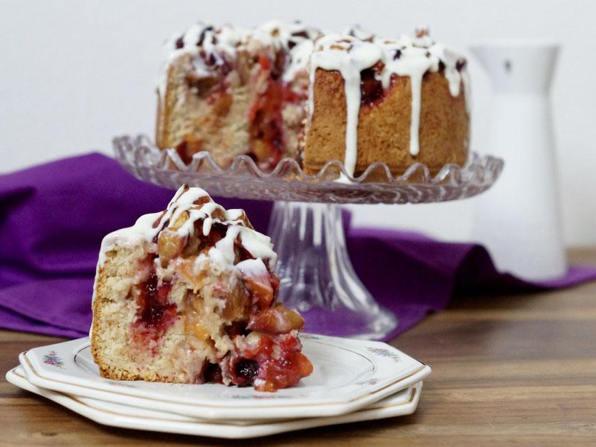 Gedrehter Zwetschgen-Zimt-Kuchen mit Tonka-Guss