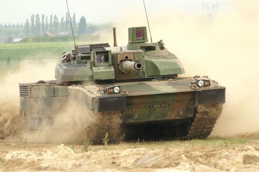 Le char Leclerc est l'exemple le plus parlant avec son périscope du chef de char pivotant à 360°  parfaitement visible