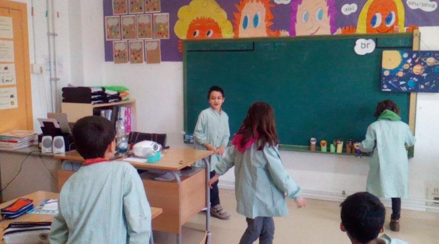Hem fet una cursa de relleus per practicar el vocabulari d'anglès