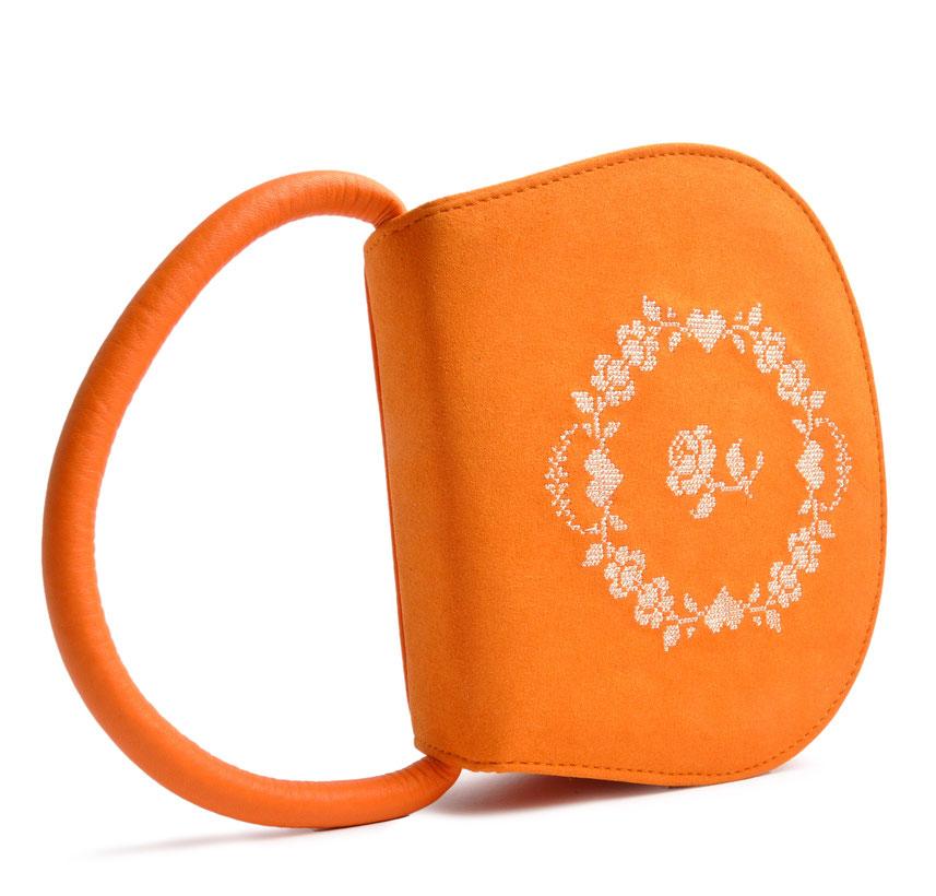 Schultertasche Dirndl orange . Henriette mit Rosenstickerei Ledermanufaktur OSTWALD