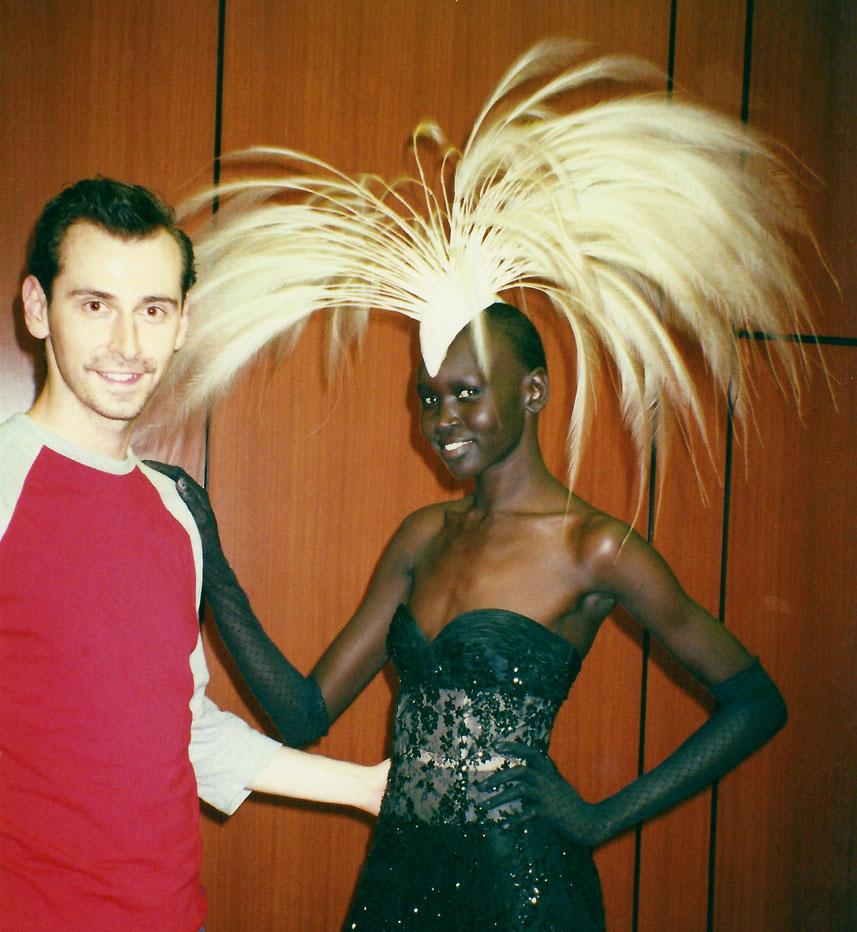 Markus Ehrhard wurde 2001 in Paris mit Alec Wek von Philip Treacy fotografiert.