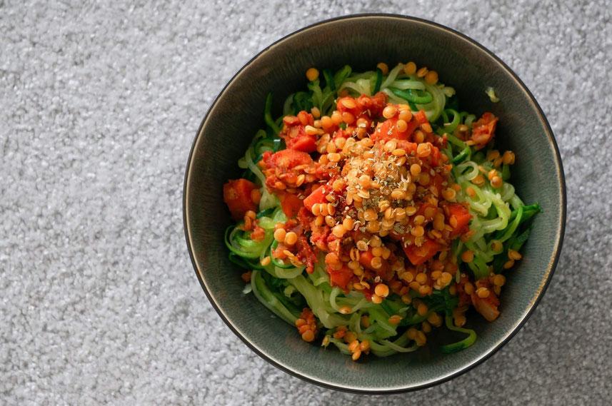 Linsen-Bolognese mit Zucchini-Pasta  | low carb, vegetarisch & vegan