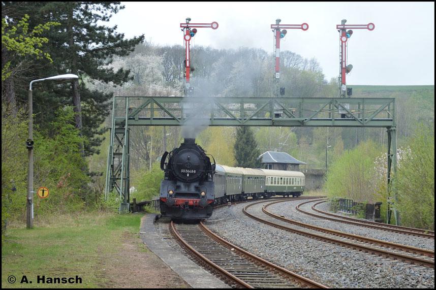 Auf Gleis 2 (Mitte) sollte der Zug schließlich wieder einfahren