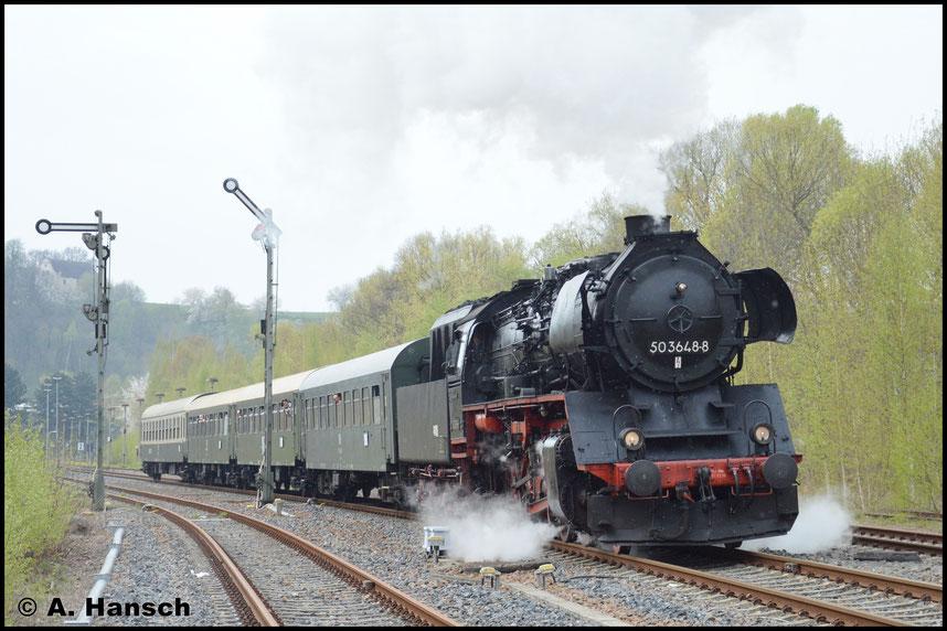 Auch auf der Nossener Seite stehen noch die alten Formsignale. Mit den Pilzlampen auf dem Bahnsteig ist das Reichsbahnflair fast perfekt
