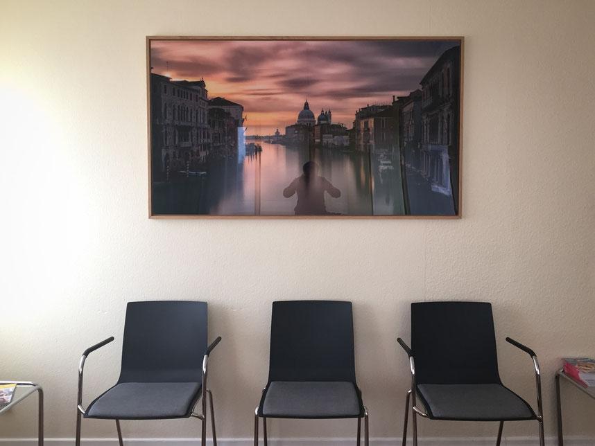 endgültiges Resultat, echter Fotoabzug hinter Acrylglas (160x90 cm). Das Foto wirkt hier sehr dunkel, ist es bei realer Betrachtung aber nicht.