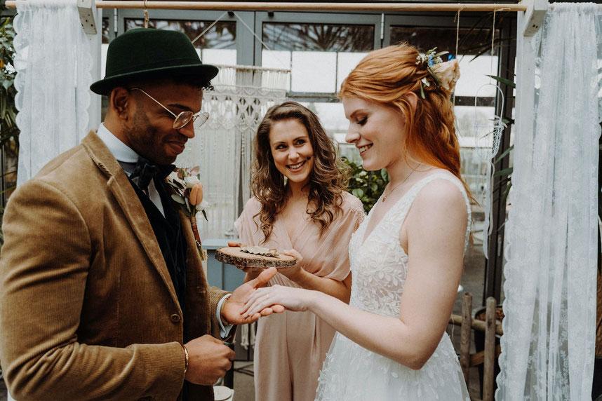 Freie Trauung Hamburg Traurednerin Hamburg Rede für Frei Trauung Hochzeitsgesang Hamburg Hochzeitssängerin Duo für Hochzeit Hamburg Rede für Trauung