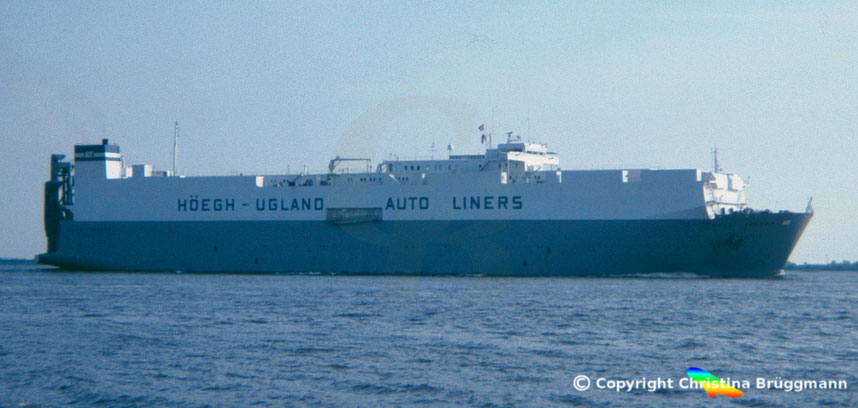 Car carrier HUAL TRADER, Elbe 1985