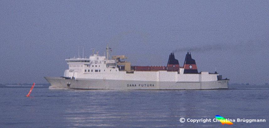 DFDS Ro-Ro Schiff DANA FUTURA auf der Elbe 1983