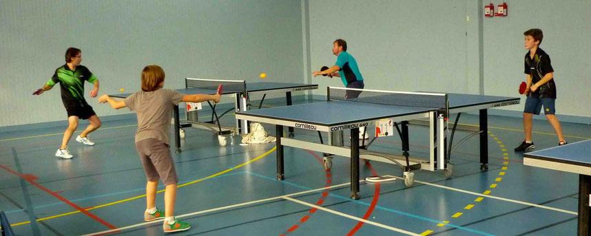 Lionel en final et Edouard pour la place 3-4 dans le gymnase de Ste Claire.