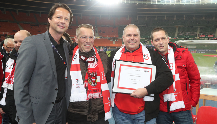 Platz 3 bei den Social Football Awards Südstadt Fanatics mit Peter Schöttel