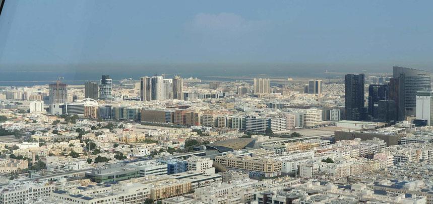 Blick auf den Kreuzfahrthafen Port Rashid