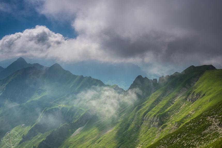 Wolken und Nebelschwaden auf dem Brienzer Rothorn