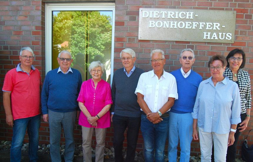 (v. l.) Theo Elbracht, Wolfgang Haschke,  Helga Nütten, Gisela Konetzki, Wolf Lederer, Karl Heinz Wesemann, Bernhard Beining, Bärbel Schenk,  Konrad Baining,    Fotos:  H. Schubert