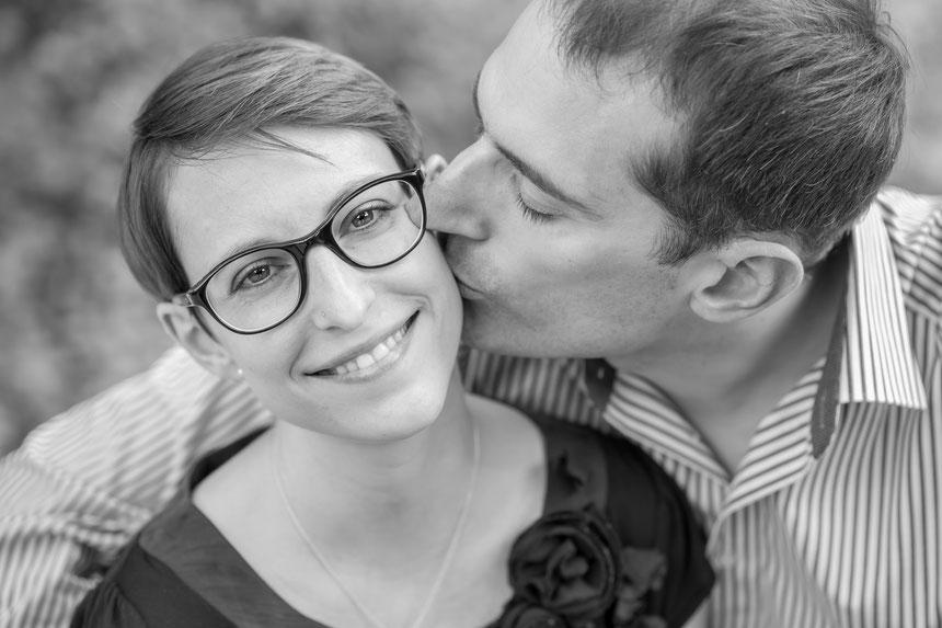 Verliebtes Paar beim Paar-Fotoshooting, Paarfotografie