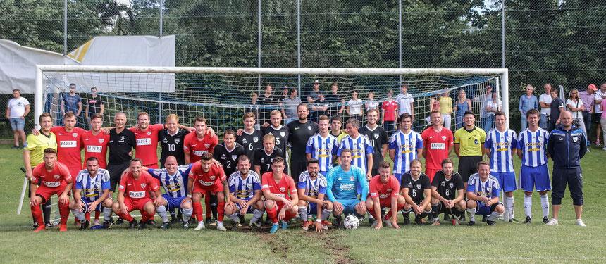 Bilder Raphael Most: Das Mannschaftsfoto zeigt die Spieler des TSV Buchbach und der Landkreisauswahl.