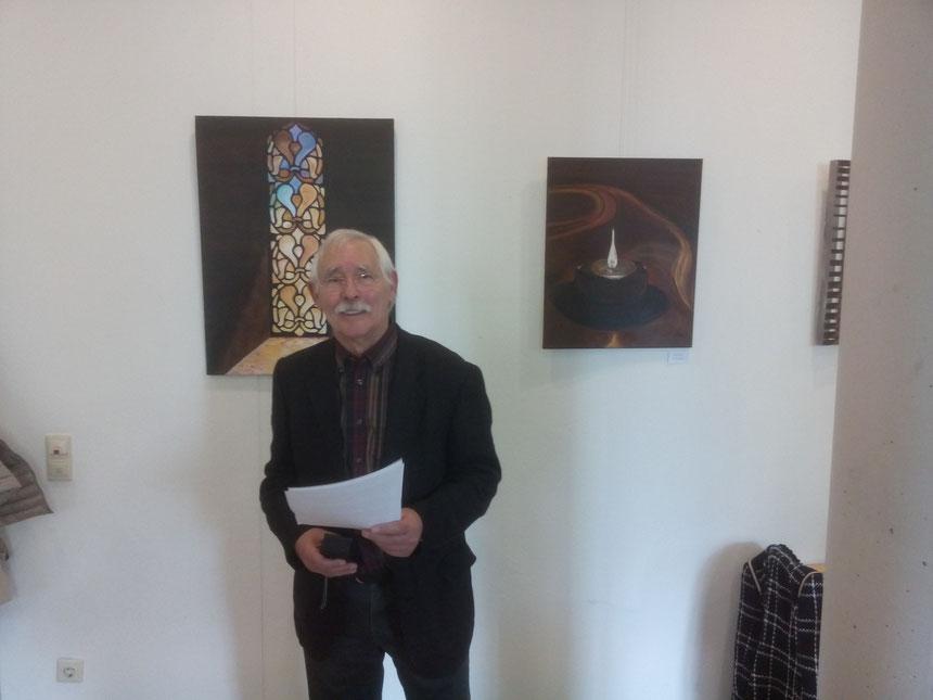 Der Künstler und Leiter der Malgruppen Hansfried Münchberg eröffnete die Ausstellung