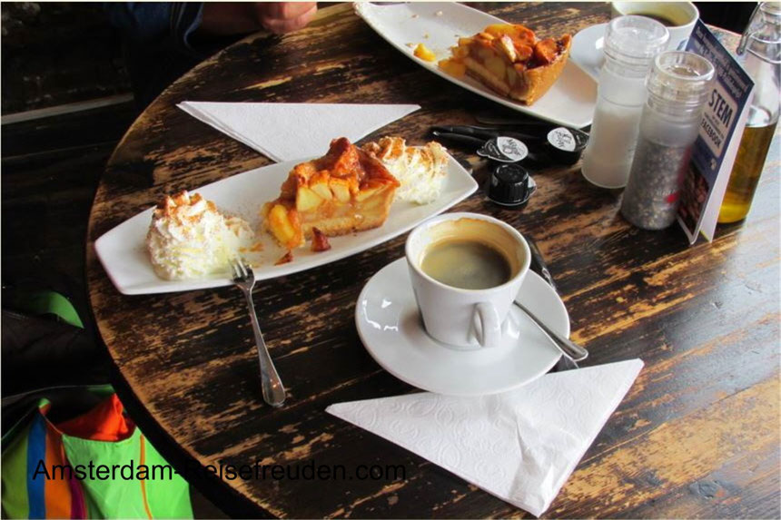 Excellent Coffee and a Dutch apple tart with cream - hmmm ...
